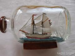 Pici  hajó jelzett üvegben