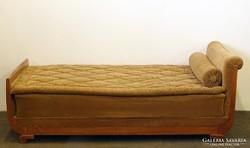 0J865 Antik neobarokk jellegű ágy heverő