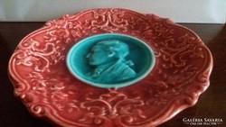 Kis méretű tányér