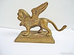 Bronz szárnyas oroszlán