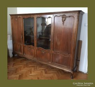 Warings vitrines szekrény vagy tálaló,faragásokkal