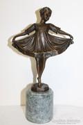 Kis balerina.Jelzett bronz szobor márvány talpon!