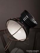 Régi steklámpa, -lámpabura porcelán foglalatra, védőráccsal