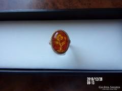 Arany gyűrű borostyán berakással