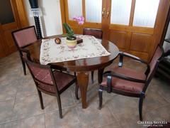 Asztal székekkel, tálalószekrénnyel