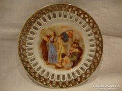 Áttört jelzett jelenetes porcelán tányér