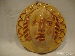 Kerámia falikép női fej