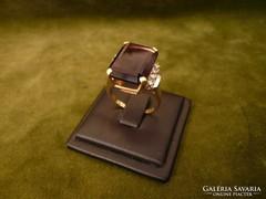 Ametisztes-brilles modern arany gyűrű