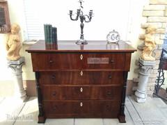 Antik bútor, Biedermeier oszlopos komód felújított.