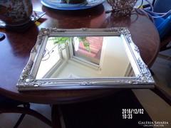 Tükör ezüst színű keretben
