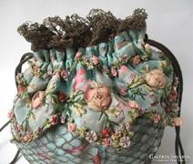 Kézi varrásu gyönyörü antik táska alpján,kézmüves.