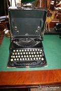 Fekete antik írógép