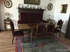 Antik ónémet étkezőasztal 4 székkel és egy szekrény szofa