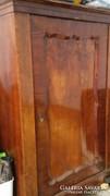 Biedermeier akasztós ruhás szekrény