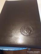 Nagy bélyeg album tele állatos motívum bélyegekel és sorokal