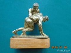Birkózók-szobor-bronzírozott  gipsz