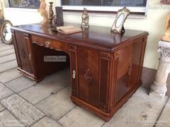 Antik bútor, Barokk íróasztal felújított.