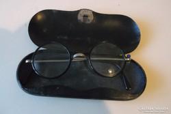 Antik szemüveg, vaslemez tokban