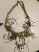 Zöld díszes gyönyörű kézműves nyakék
