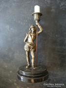 Középkori lámpaoltó -t ábr. gyertyatartó bronzszobor