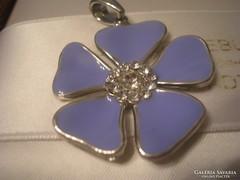 Halvány lila színű virág medál
