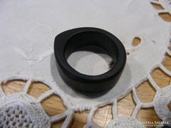 Ébenfa gyűrű