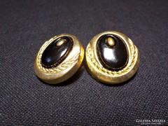 Fekete-arany színű fülklipsz