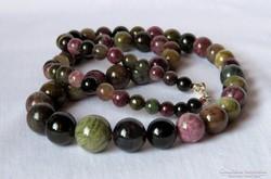 Gyönyörű színvilágú turmalin gyöngysor
