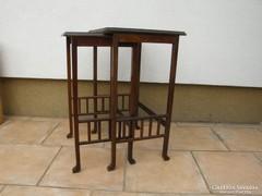 Thonet jellegű, csiszolt üveges asztalok