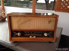 2 db antik rádió, egyben