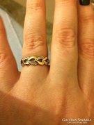 Sárga-fehér szívecske mintás arany gyűrű gyémántokkal
