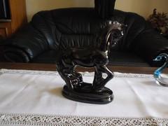 Gyönyörű mázas ló szobor