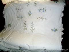 Gyönyörű  csipkebetétes hímzett paplanhuzat