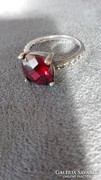 Fazettált, chili színű gyönyörű ezüst gyűrű