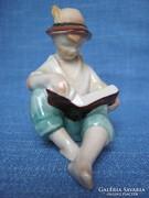 Kispesti porcelán olvasó fiú