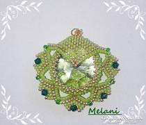 Zöld swarovski köves medál