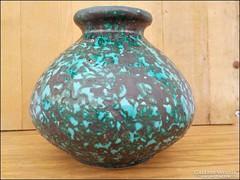 Fröcskölt mázas , jelzett duci iparművész váza