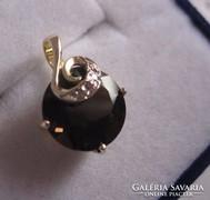 Tömör arany medál füstkvarc és 2 brill csiszolású gyémánt kő