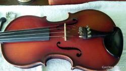 Szegedi Hangszergyártóban 1964-ben készített 4/4-es hegedű
