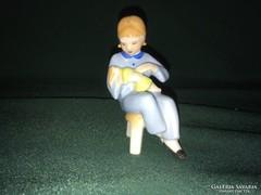 Drasche sámlin ülő kislány babával porcelán figura