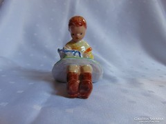 Kislány babával, ritka kerámia figura