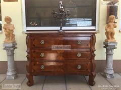 Antik bútor, Barokk komód felújított, intarziás.