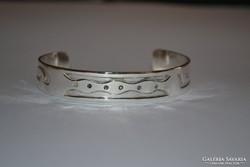 Széles ezüst nyitott karperec