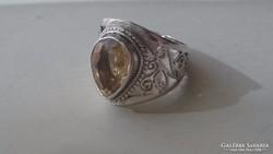 Gyönyörű ezüst gyűrű Topázzal