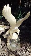 Üveg levélnehezék műanyag sassal
