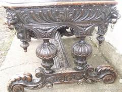 Reneszánsz faragott íróasztal