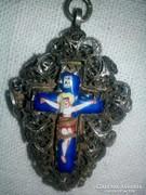 Antikezüst medál csipkézett ,zománc Jézus a  kereszten!