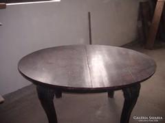 Nagyon öreg ebédlő asztal