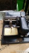 Régi írógép fellelt állapotban