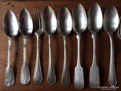 1 kg ezüst evőeszköz (különböző formájúak) pótlásnak